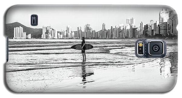 Surfer On The Beach Galaxy S5 Case