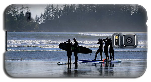 Surfers Suiting Up Galaxy S5 Case