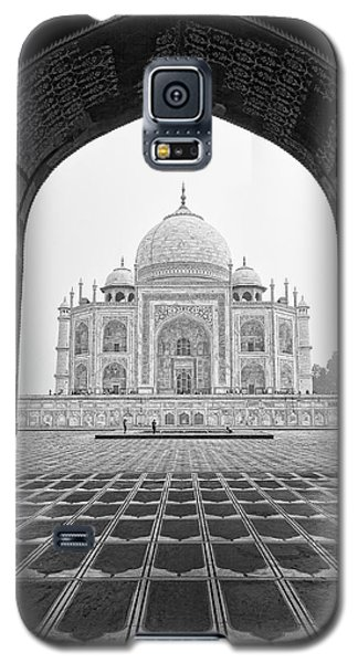 Galaxy S5 Case featuring the photograph Taj Mahal - Bw by Stefan Nielsen