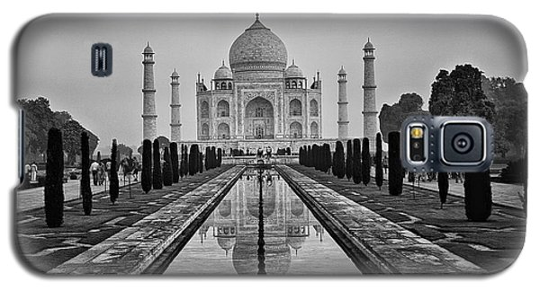 Galaxy S5 Case featuring the photograph Taj Mahal In Black And White by Jacqi Elmslie