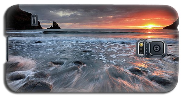 Galaxy S5 Case featuring the photograph Talisker Bay Rocky Sunset by Grant Glendinning