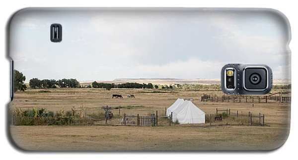 Galaxy S5 Case featuring the photograph Tents At Fort Laramie National Historic Site In Goshen County by Carol M Highsmith