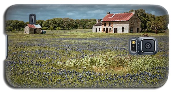 Galaxy S5 Case featuring the photograph Texas Stone House by Linda Unger