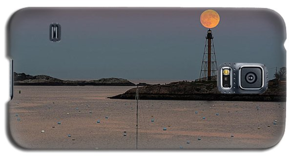 The 2016 Supermoon Balancing On The Marblehead Light Tower In Marblehead Ma Galaxy S5 Case