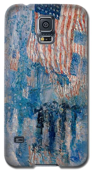 Galaxy S5 Case featuring the painting The Avenue In The Rain - 1917 by Frederick Childe Hassam