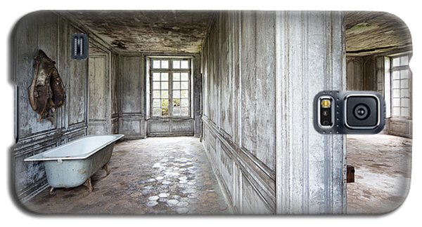 The Bathroom Next Door - Urban Exploration Galaxy S5 Case by Dirk Ercken