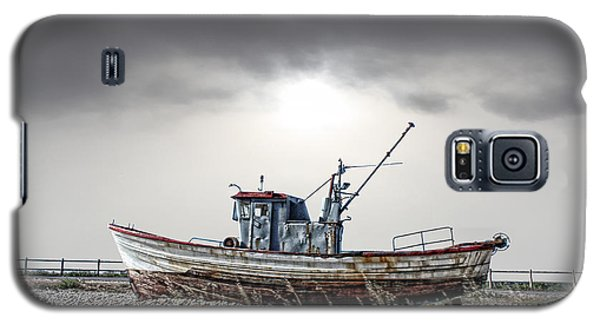 Galaxy S5 Case featuring the photograph The Boat by Angel Jesus De la Fuente