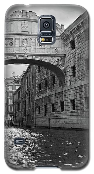 Galaxy S5 Case featuring the photograph The Bridge Of Sighs, Venice, Italy by Richard Goodrich
