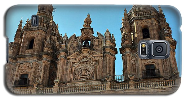 Galaxy S5 Case featuring the photograph The Clerecia Church In Salamanca by Farol Tomson