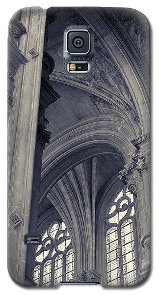 Galaxy S5 Case featuring the photograph The Columns Of Saint-eustache, Paris, France. by Richard Goodrich