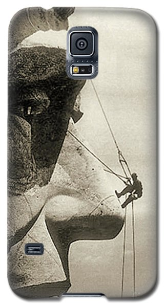 The Construction Of The Mount Rushmore National Memorial, Detail Of Abraham Lincoln,1928  Galaxy S5 Case