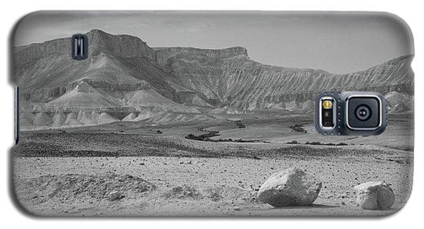 the couple of stones in the desert II Galaxy S5 Case by Yoel Koskas