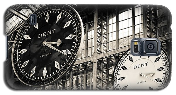 The Dent Clock And Replica At St Pancras Railway Station Galaxy S5 Case