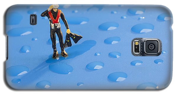 Galaxy S5 Case featuring the photograph The Diver Among Water Drops Little People Big World by Paul Ge