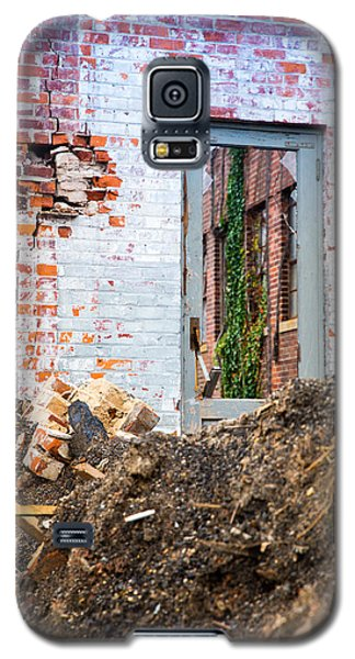 Galaxy S5 Case featuring the photograph The Door Is Always Open by Lora Lee Chapman