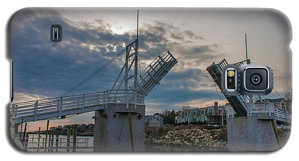 Galaxy S5 Case featuring the photograph The Drawbridge by David Bishop