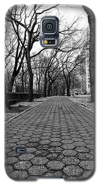 Galaxy S5 Case featuring the photograph The Edge Of The Upper East Side by Lora Lee Chapman