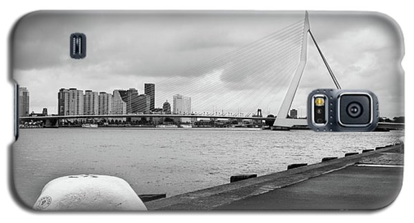 Galaxy S5 Case featuring the photograph The Erasmus Bridge In Rotterdam Bw by RicardMN Photography