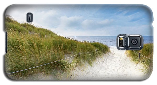 The First Look At The Sea Galaxy S5 Case by Hannes Cmarits