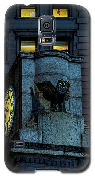 Galaxy S5 Case featuring the photograph The Herald Square Owl by Chris Lord