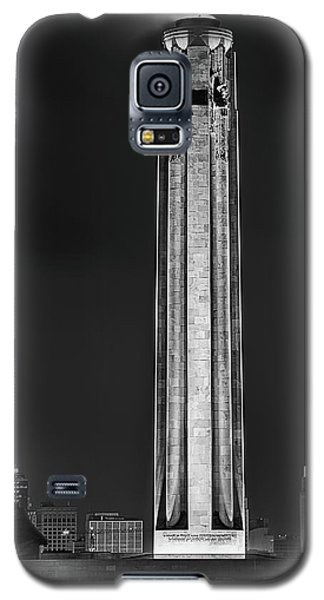 Galaxy S5 Case featuring the photograph The Liberty Memorial Black And White by JC Findley