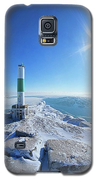 Galaxy S5 Case featuring the photograph The Light Keepers by Phil Koch