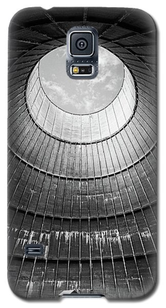 the little house inside the cooling tower BW Galaxy S5 Case by Dirk Ercken