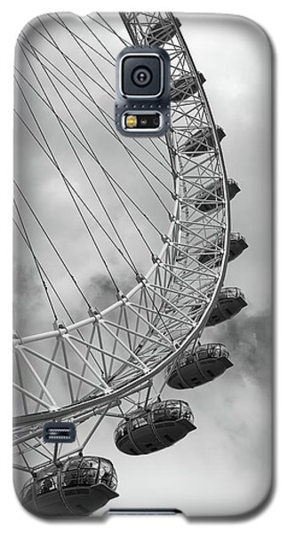 Galaxy S5 Case featuring the photograph The London Eye, London, England by Richard Goodrich