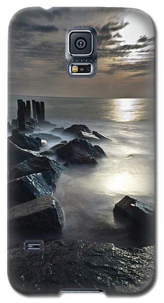 Galaxy S5 Case featuring the photograph The Lost Shores by Everett Houser