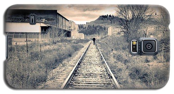 The Man On The Tracks Galaxy S5 Case by Tara Turner