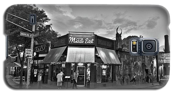 The Middle East In Central Square Cambridge Ma Black And White Galaxy S5 Case