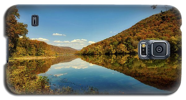 The New River In Autumn Galaxy S5 Case by L O C