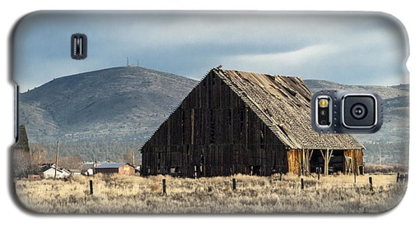 The Old Barn At The Edge Of Town Galaxy S5 Case