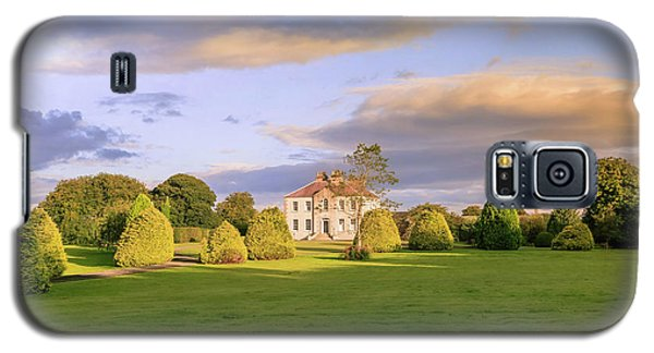Galaxy S5 Case featuring the photograph The Old Country House by Roy McPeak