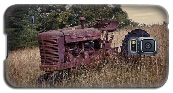 The Old Farmall Galaxy S5 Case by Laurinda Bowling