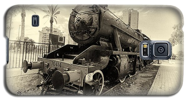 The Old Locomotive Galaxy S5 Case by Uri Baruch