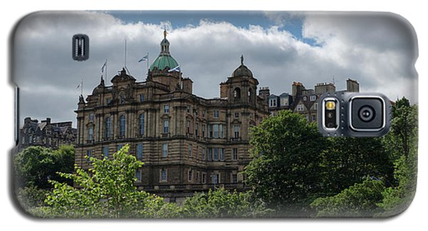 Galaxy S5 Case featuring the photograph The Old Town In Edinburgh by Jeremy Lavender Photography