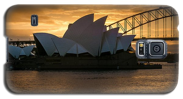 Galaxy S5 Case featuring the photograph The Opera House by Andrew Matwijec