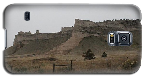 Galaxy S5 Case featuring the photograph The Oregon Trail Scotts Bluff Nebraska by Christopher Kirby