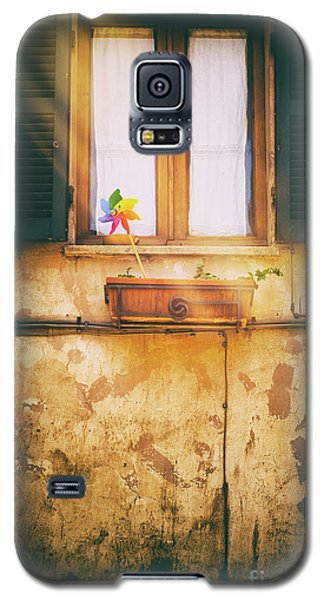 Galaxy S5 Case featuring the photograph The Pinwheel by Silvia Ganora