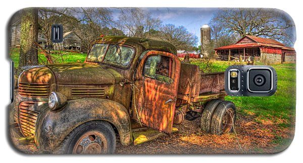 The Resting Place Boswell Farm 1947 Dodge Dump Truck Galaxy S5 Case