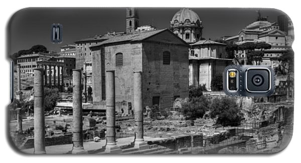 Galaxy S5 Case featuring the photograph The Roman Forum 003 Bw by Lance Vaughn