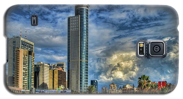 The Skyscraper And Low Clouds Dance Galaxy S5 Case by Ron Shoshani