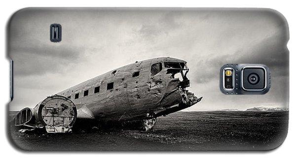 Airplane Galaxy S5 Case - The Solheimsandur Plane Wreck by Tor-Ivar Naess