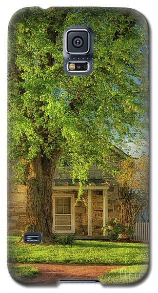 Galaxy S5 Case featuring the photograph The Stone Cottage On A Spring Evening by Lois Bryan