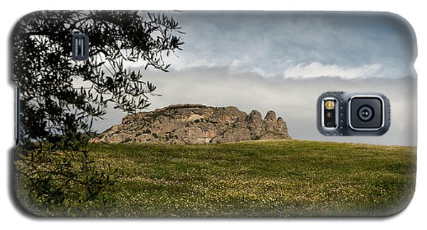 Galaxy S5 Case featuring the photograph The Three Fingers by Bruno Spagnolo