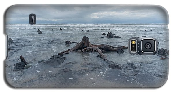 The Tide Comes In Over The Bronze Age Sunken Forest At Borth On The West Wales Coast Uk Galaxy S5 Case