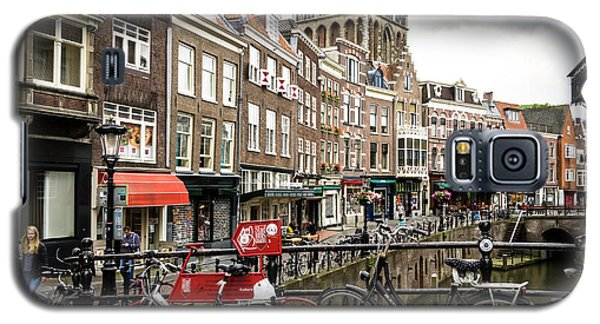 Galaxy S5 Case featuring the photograph The Vismarkt In Utrecht by RicardMN Photography