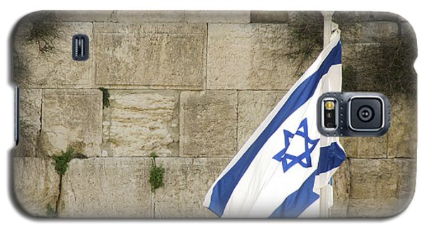 Galaxy S5 Case featuring the photograph The Wailing Wall And The Flag by Yoel Koskas