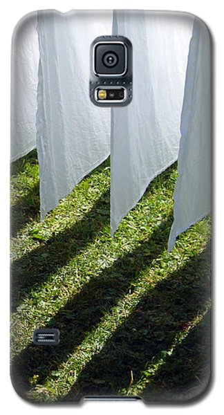 The Washing Is On The Line - Shadow Play Galaxy S5 Case